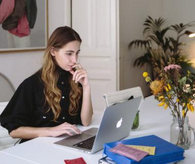 Etudiante devant un écran crédit Polina Zimmerman, Pexels