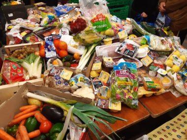 Aliments jetés dans les poubelles de supermarchés et récupérés par les glaneurs de la Fratrie des glaneurs solidaires grenoblois, avant le confinement crédit DR