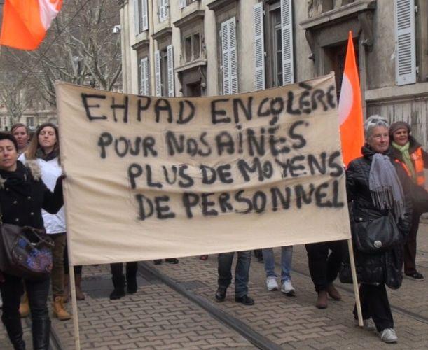 Manifestation des personnels des Ehpad à Grenoble © Joël Kermabon - Place Gre'net