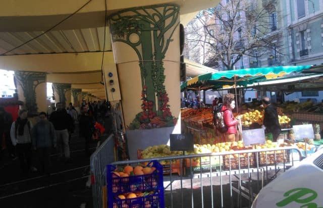 Métropole de Grenoble : 38 marchés ouverts durant le confinementAu marché de l'Estacade de Grenoble le dimanche 5 avril 2020 © Florent Mathieu - Place Gre'net