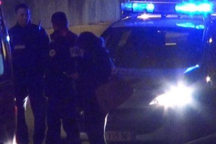 Nouvelle soirée émaillée de tirs de mortier d'artifice à Grenoble. Un fourgon de police a été pris pour cible.