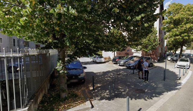Le parking où l'agression a eu lieu. © Google Maps