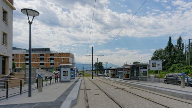 Saint-Martin-le-Vinoux n'est qu'à quelques arrêts de tram de Grenoble avec des prix plus attractifs. DR