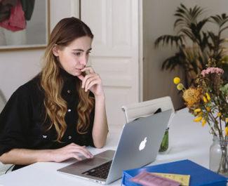 UNE Etudiante devant un écran crédit Polina Zimmerman, Pexels