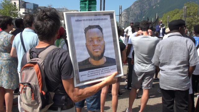 Marche blanche en souvenir d'Olivier Mambakasa, tué de plusieurs coups de couteau dans la nuit du 16 au 17 août 2019. © Joël Kermabon - Place Gre'net