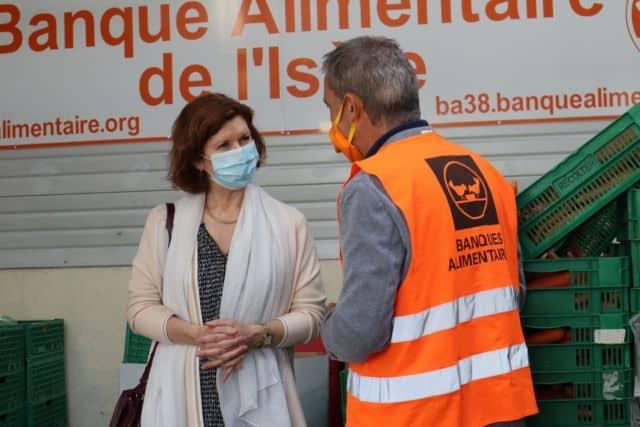 Anne Gérin, vice-présidente du Département aux Actions de solidarité, et Christian Chédru, président de la Banque alimentaire de l'Isère © Conseil départemental de l'Isère