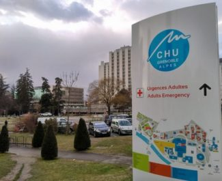 """Hausse des hospitalisations Covid: le CHU de Grenoble évoque une """"nouvelle vague"""""""