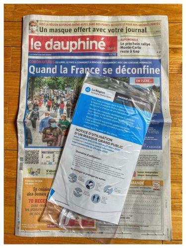 Le Dauphiné libéré vendu avec un masque de la Région. L'exemplaire du Dauphiné Libéré avec le masque de la Région © Stéphane Gemmani- Facebook