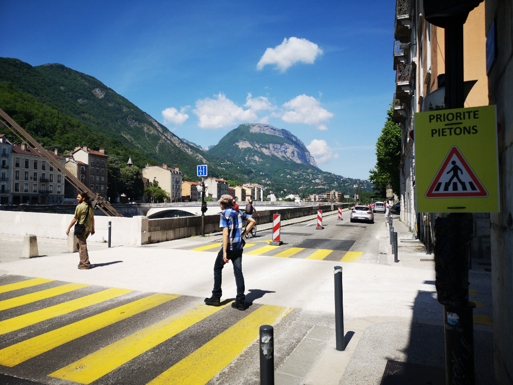 Alain Carignon critique vertement les aménagements piéton sur la rive gauche des quais de Grenoble © Joël Kermabon - Place Gre'net