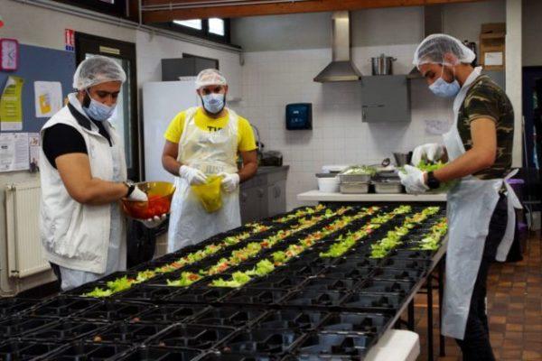 Cap'Capuche fournit en moyenne 400 repas par jour aux plus démunis pour la rupture du jeûne. © Anissa Duport-Levanti - Place Grenet