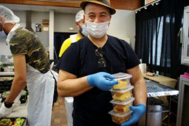 Omar Nassrallah est chef et cuisine bénévolement pour l'association Cap'Capuche. © Anissa Duport-Levanti - Place Gre'net