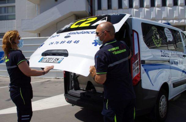 Les ambulanciers demandent à être reconnus comme personnels de santé. © Anissa Duport-Levanti - Place Gre'net