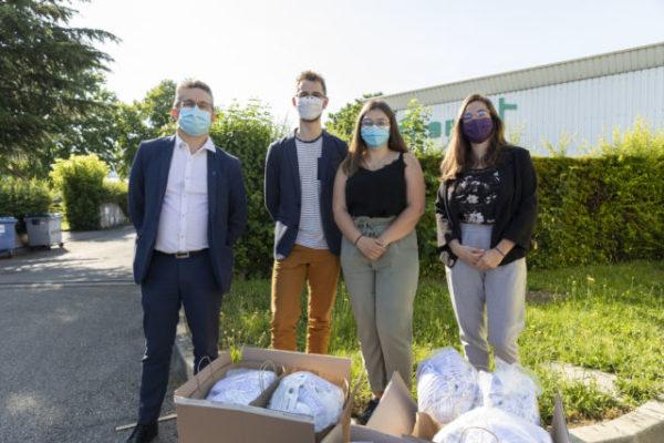 L'épicerie Agoraé vient au secours des étudiants précaires. Grenoble Alpes Métropole a offert 2 000 masques lavables pour les étudiants précaires de l'UGA. © Lucas Frangella/Grenoble Alpes Métropole