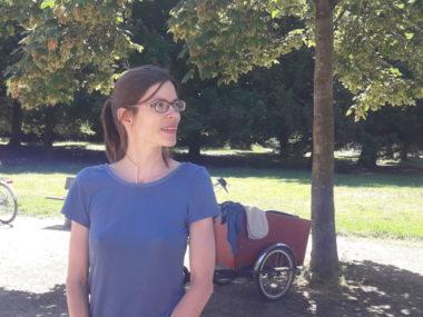 Lucille Lheureux, Adjointe aux espaces publics et à la nature en ville, présente le nouveau plan de gestion naturelle des espaces verts de la ville de Grenoble. ©Léa Meyer - Place Gre'net