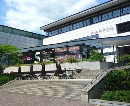 L'élection du maire de Grenoble et de ses adjoints aura lieu au musée. Alain Carignon dénonce des « fastes d'un autre âge » au service de la com'.