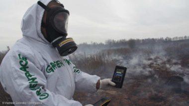 Incendies à haut risque près la centrale de Tchernobyl . Firefighters-in-the-Radioactive-Contaminated-Bryansk-Region-avril-2016©-Vladislav-Zalevskiy-Greenpeace