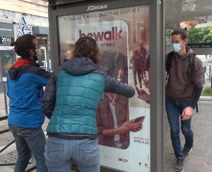 Extinction Rébellion a mené une action anti-pub à Grenoble. © Joël Kermabon - Place Gre'net