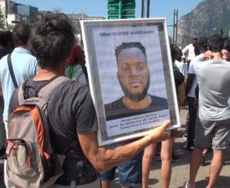 Chute mortelle à la Villeneuve. Olivier Mambakasa, tué de plusieurs coups de couteau dans la nuit du 16 au 17 août 2019. © Joël Kermabon - Place Gre'net