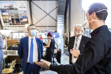 Livraison de masques par Airstar © Grenoble-Alpes Métropole Pascale Cholette