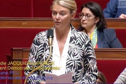 """Élodie Jacquier-Laforge, députée de l'Isère, plaide à Bruxelles le """"réexamen"""" du statut de protection du loup"""
