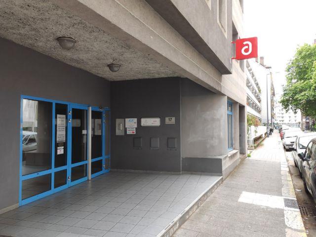 Entrée des locaux de l'Adie à Grenoble, rue Denfert-Rochereau © Florent Mathieu - Place Gre'net