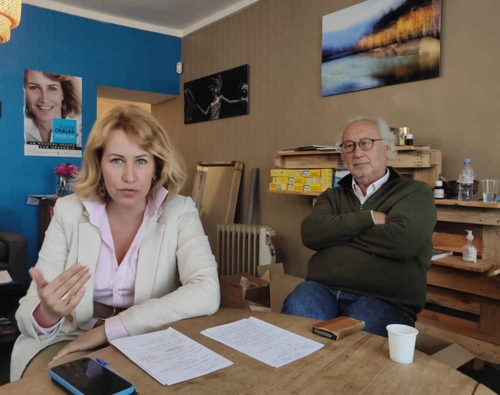 Émilie Chalas et Gérald Dulac dans le local de campagne « Un nouveau regard sur Grenoble » © Florent Mathieu - Place Gre'net