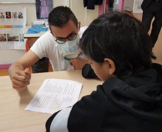 Enseignant portant un masque à l'école Les Genêts pendant le déconfinement juin 2020 © Séverine Cattiaux - Place Gre'net