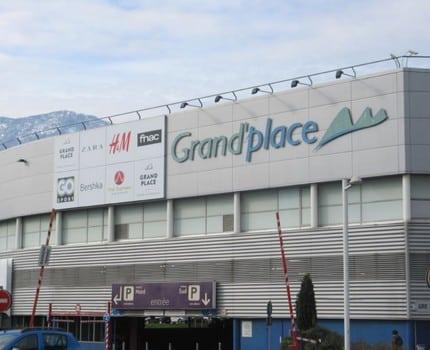 Fin des exemptions au pass sanitaire pour les établissements de plus de 20 000 mètres carrés en Isère