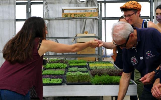 Les curieux venus en nombre n'ont eu aucun mal à reconnaître les plantes qu'ils goûtaient. © Anissa Duport-Levanti - Place Gre'net