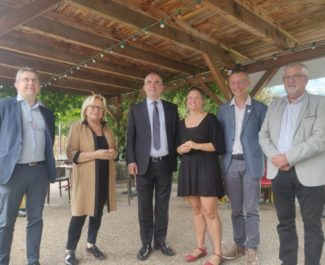 ( gauche à droite) Christophe Ferrari, président de la Métro, Danièle Chavant, présidente de l'UMIH38, Jean-Philippe Blanc, maire de Meylan. ( à droite) Guy Julien, vice-président de la Métro