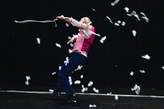 Les As, des clowns magiciens sur la scène du Théâtre en rond © Théâtre en rond