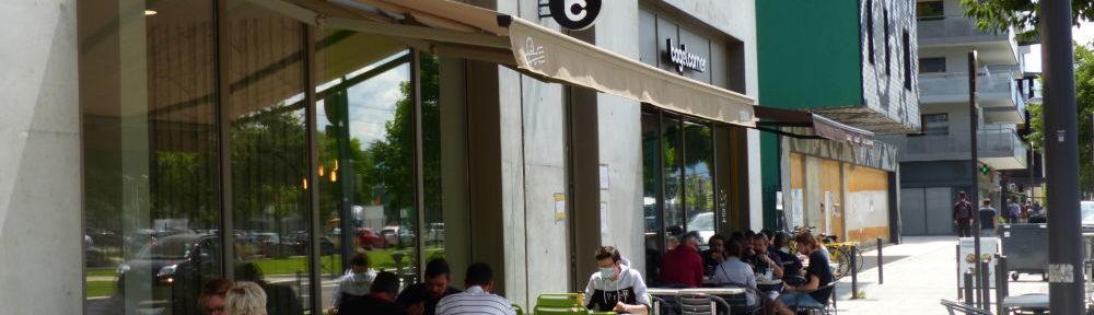Terrasse de restaurant quartier Oxford 16 juin © Léo Aguesse – Place Gre'net