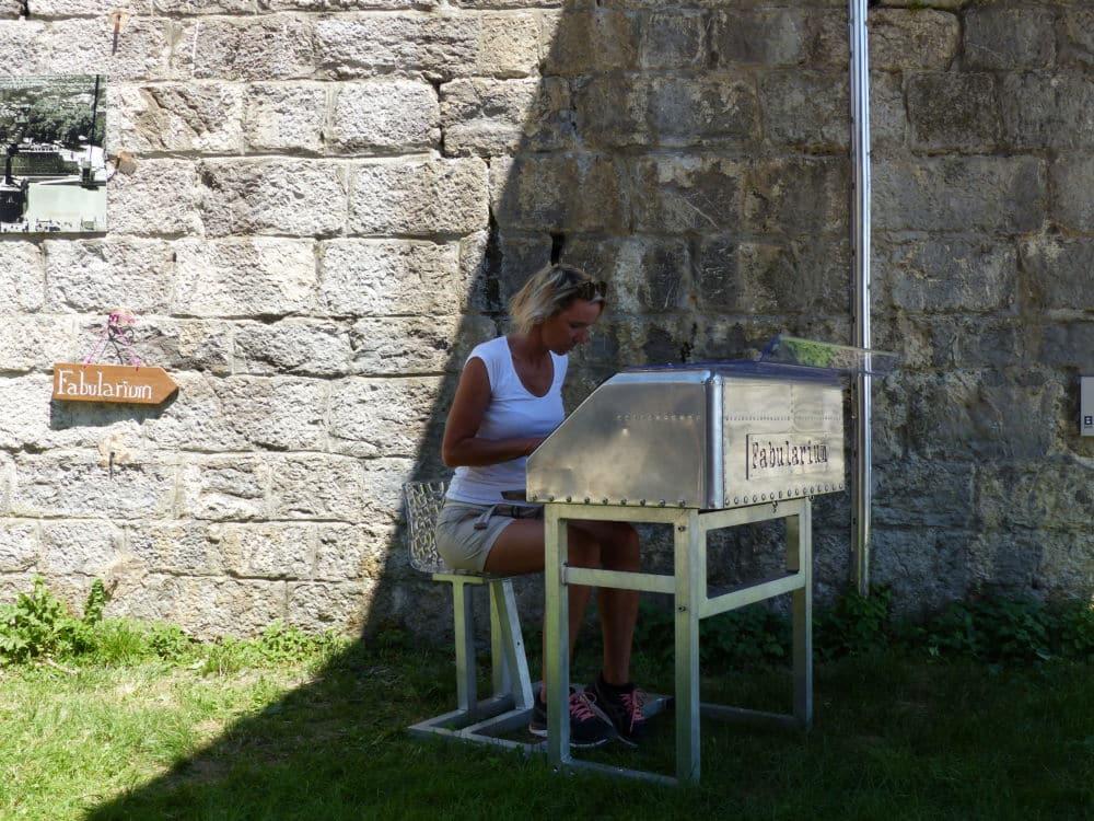 Hélène Michel a installé son Fabularium en haut de la Bastille © Léo Aguesse – Place Gre'net