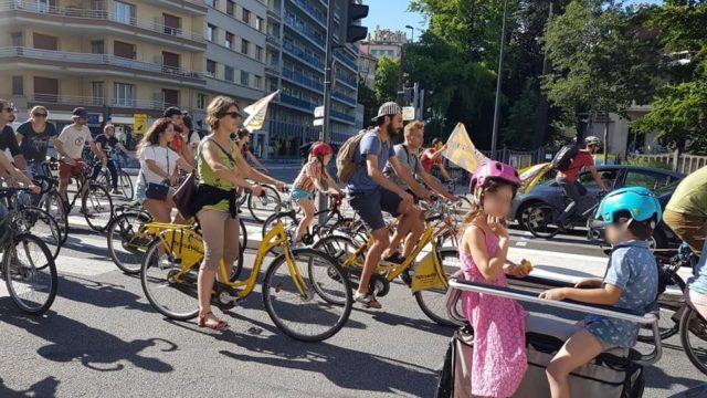Vélorution militante et familiale contre la réintoxication du monde organisée par le collectif du 17 juin © Séverine Cattiaux- Placegrenet.fr