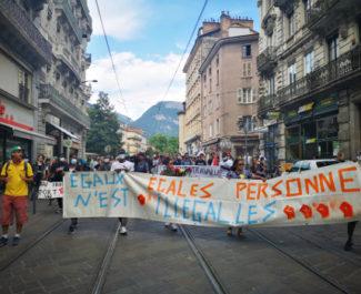 Les jeunes majeurs étrangers ont à nouveau manifesté dans Grenoble ce mercredi 1er juillet 2020. © Joël Kermabon - Place Gre'net