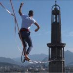 Nathan Paulin lors de sa traversée depuis la mairie de Grenoble jusqu'à la tour Perret. © Joël Kermabon - Place Gre'net