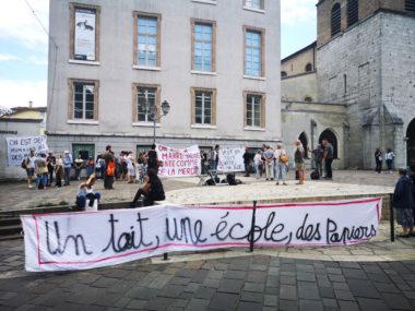 Rassemblement contre les expulsions place Notre-Dame ce samedi 11 juillet. © Joël Kermabon - Place Gre'net