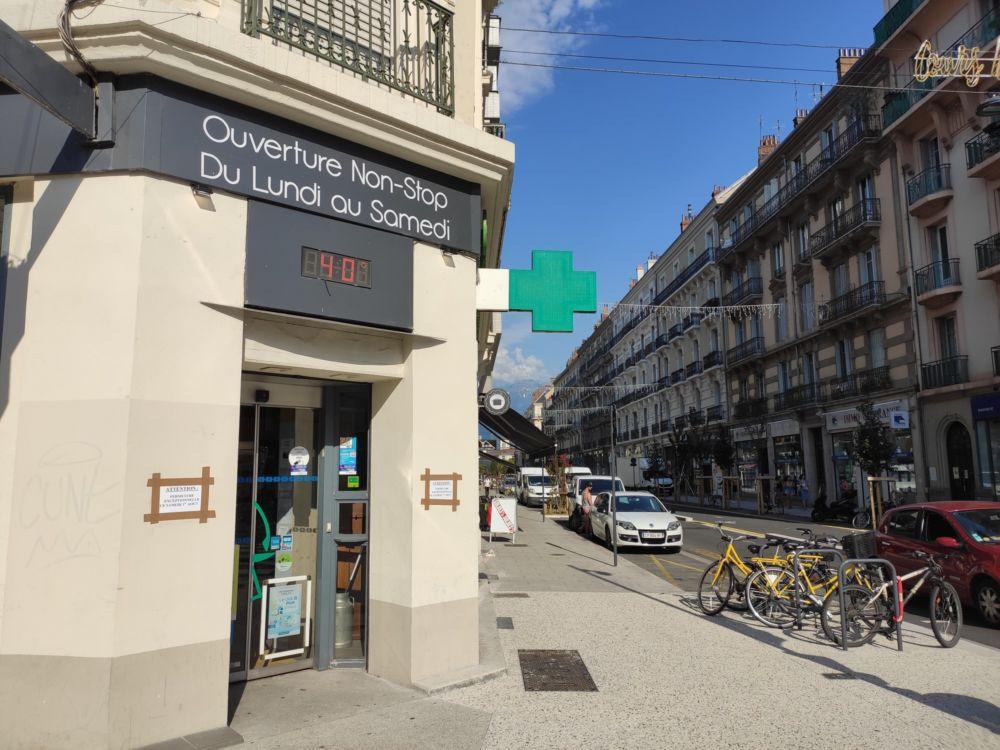 Soleil de plomb et températures élevées : la canicule est de retour sur Grenoble © Florent Mathieu - Place Gre'net