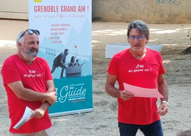 """Yves Exbrayat, directeur de l'office de tourisme et Roland Manon, directeur adjoint, présentant """"Grenoble Grand Air"""" © Corentin Bemol - Place Gre'net"""
