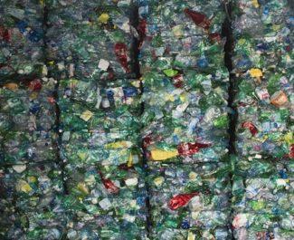 """La Région Aura annonce vouloir """"accélérer"""" la valorisation des déchets de la filière plasturgie"""