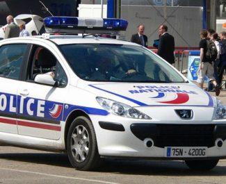 De nouveau des barricades et des jets de projectiles contre des fonctionnaires de police à Grenoble