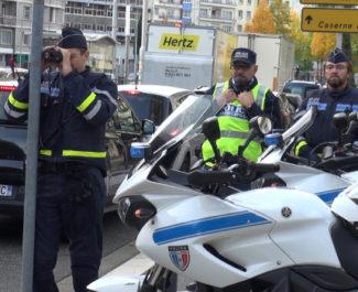 Collaboration de la police municipale avec la police nationale à l'occasion d'un contrôle de vitesse. © Joël Kermabon - Place Gre'net