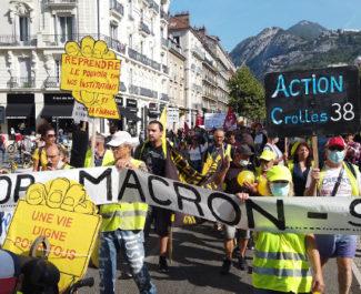 Près de 250 personnes ont défilé dans Grenoble. © Joël Kermabon - Place Gre'net