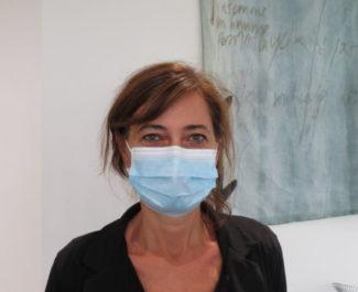 Le Docteur Patricia Pavese, chef du service de maladies infectieuses au CHU de Grenoble, insiste sur l'application des gestes barrières. © Tim Buisson - Place Gre'net