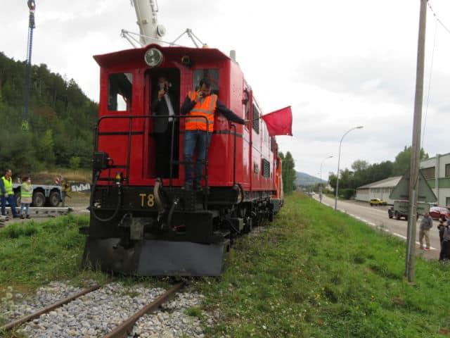 Premiers mètres sur les rails pour la locomotive rénovée. © Tim Buisson – Place Gre'net