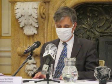 Les nouvelles restrictions sanitaires s'appliquent pour au moins 15 jours a précisé le préfet Lionel Beffre. © Tim Buisson - Place Gre'net.