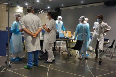 Personnel hospitalier du centre de dépistage Covid-19 au CHU de La Tronche © Simon Marseille - Place Gre'net
