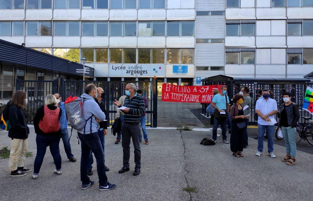 Rassemblement devant le lycée Argouges le 2 septembre 2020 © Florent Mathieu - Place Gre'net