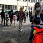 Rentrée des classes, mardi 1er septembre 2020, avec port du masque pour les adultes, école Malherbe à Grenoble. © Séverine Cattiaux - Place Gre'net