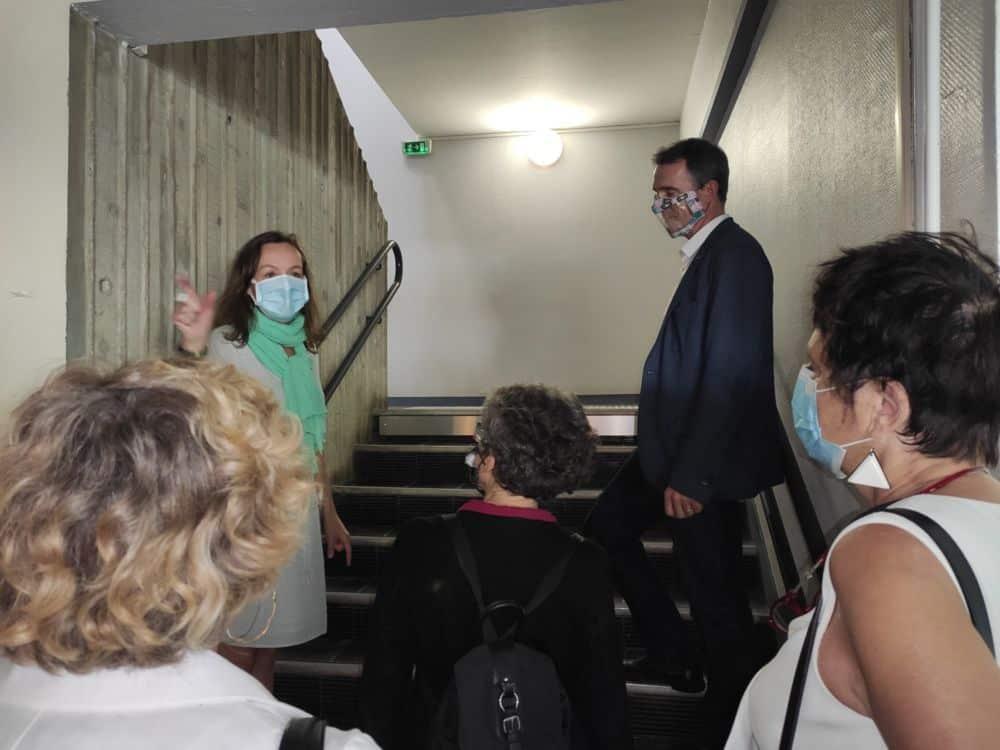 Une visite menée par la directrice de l'école Les Frênes © Florent Mathieu - Place Gre'net
